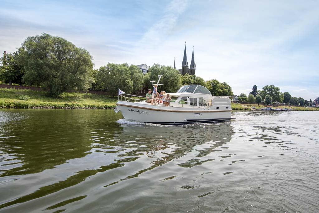 Linssen-Grand-Sturdy-35-0-AC // Dutch Yacht Rentals